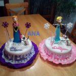 Lindas tortas con el diseño de la frozen para un cumpleaños de unas niñas gemelas
